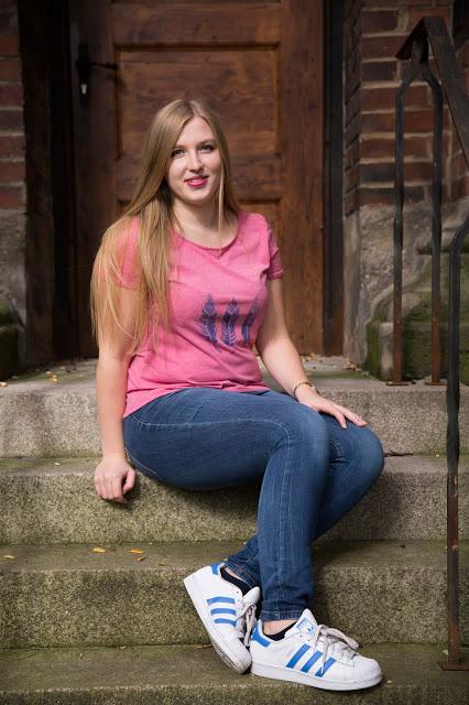 rosa Tshirt mit Federn